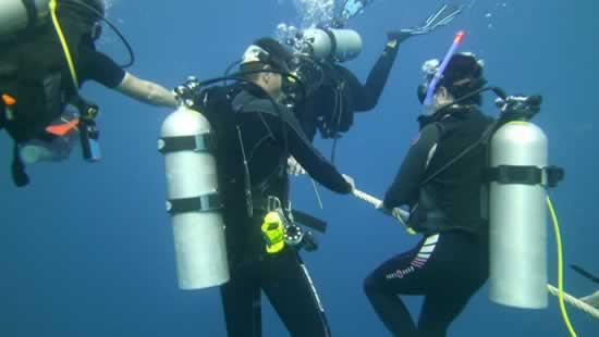 Subacquei durante immersioni Koh Samui