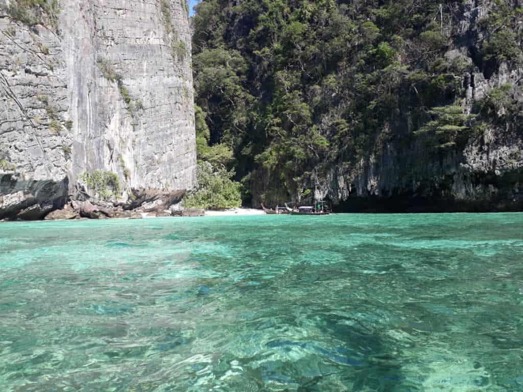 Acqua cristallina a Pileh Lagoon