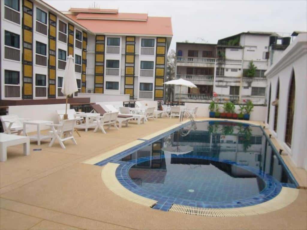 Wangburapa Grand Hotel - Piscina